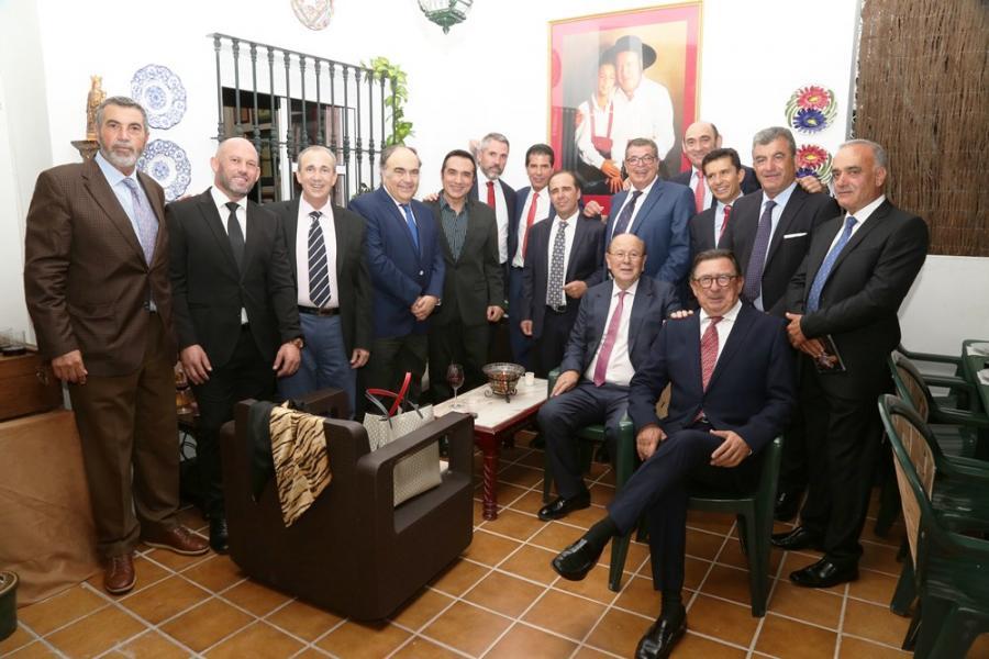 Cultura Cultura Cena de empresarios y alcaldes en la casa del pintor Antonio Montiel para celebrar su cumpleaños