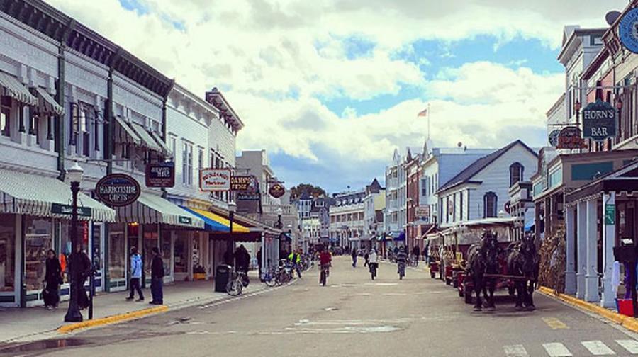 Actualidad Actualidad Una ciudad sin coches es posible: en la isla de Mackinac sólo puedes andar o ir en bici