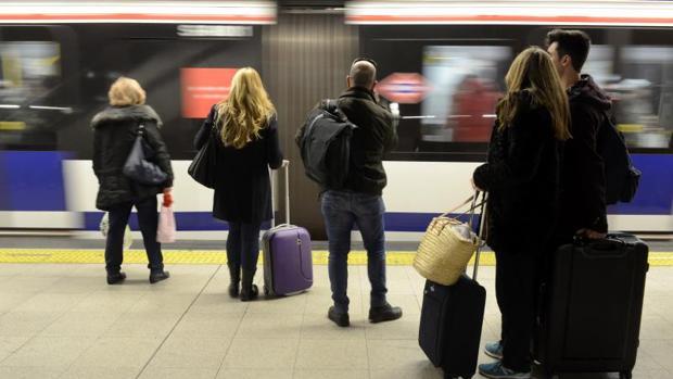 Actualidad Actualidad El aeropuerto de Barajas se queda sin Metro: cómo sobrevivir al corte de la línea 8