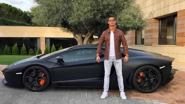 Actualidad Actualidad Cristiano Ronaldo pide socorro a la Guardia Civil y abandona su Lamborghini en Navacerrada