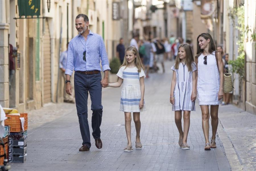 Actualidad Actualidad Los Reyes Felipe y Letizia se despiden de Mallorca con una visita cultural y baño de masas