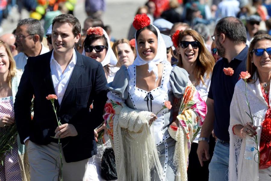 """Actualidad Actualidad Rivera arremete contra Rajoy y Sánchez: """"Los españoles merecen más"""""""